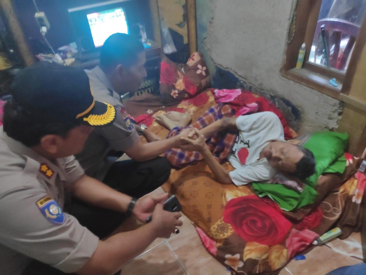 Polri Gelar Baksos Pengobatan Gratis & Bantuan Sembako Untuk 1000 Kaum Dhuafa Di Kalideres