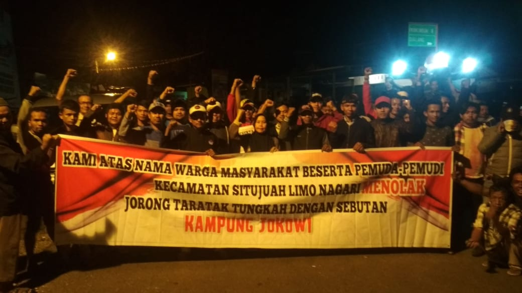 Protes Keras' Mencuat Nama Jokowi Ditengah Nagari Jorong Taratak