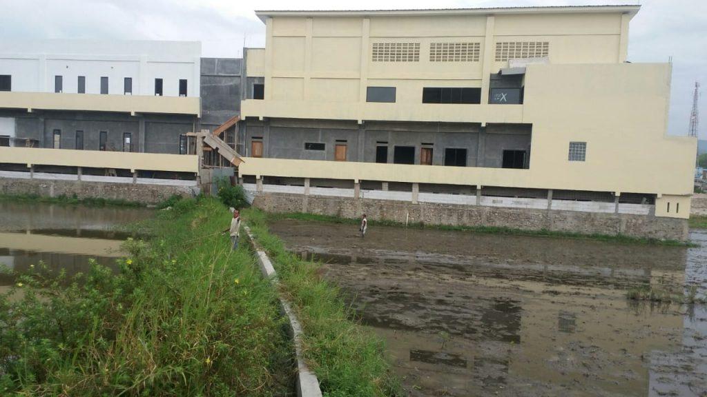 Bangunan Bertingkat Ganggu Saluran Irigasi, Warga Desa Sibolahotang Surati Bupati Tobasa