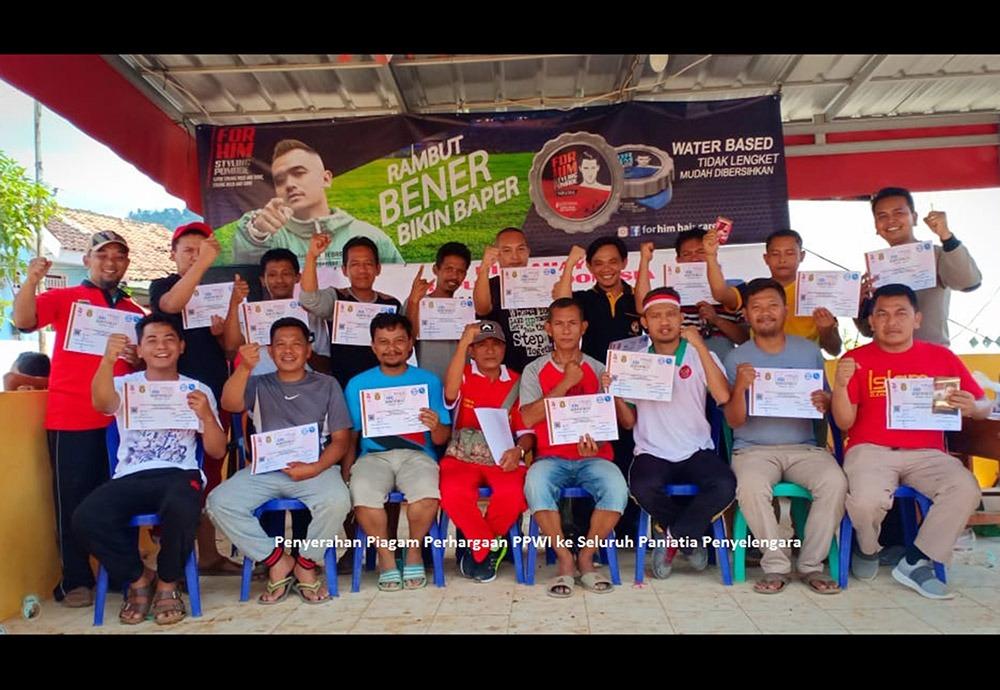 Meriahkan HUT Ke-74 RI, PPWI dan Pomade Miranda Adakan Jalan Sehat Bersama Warga