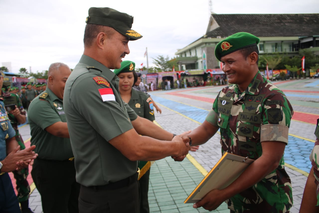 Kasdam XII/Tpr Resmi Tutup Pameran Alutsista HUT ke-74 TNI