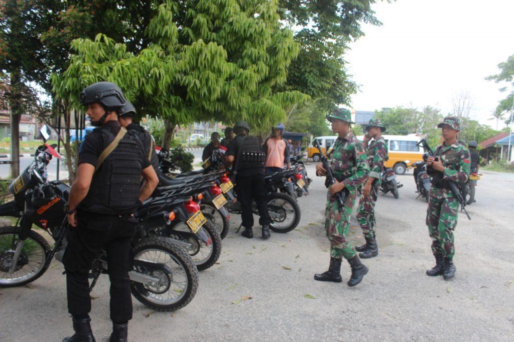 TNI-Polri Bersenjata Lengkap Hilir Mudik Di Pelabuhan Dan Terminal Penajam