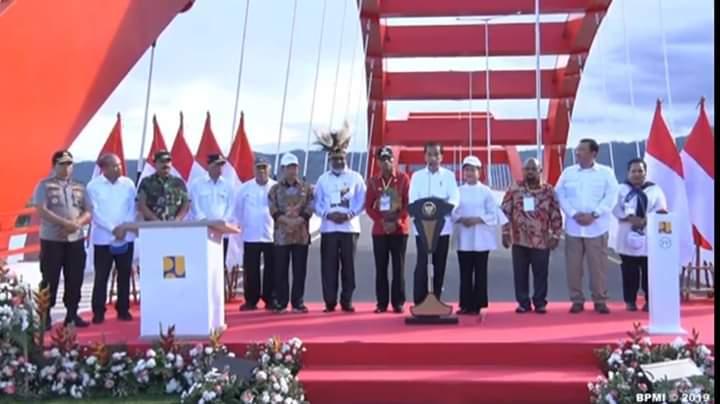 "Berkunjung Ke Papua Barat, Presiden Joko Widodo Dikenalkan dengan ""Negeri Di Atas Awan"""