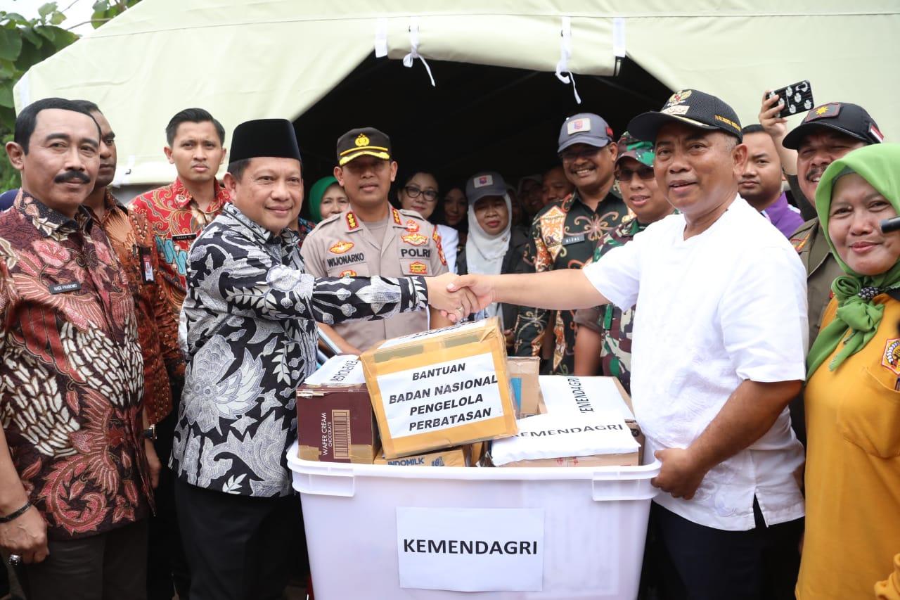 Mendagri Tinjau Langsung Posko Pengungsian Di Jatiasih, Bekasi