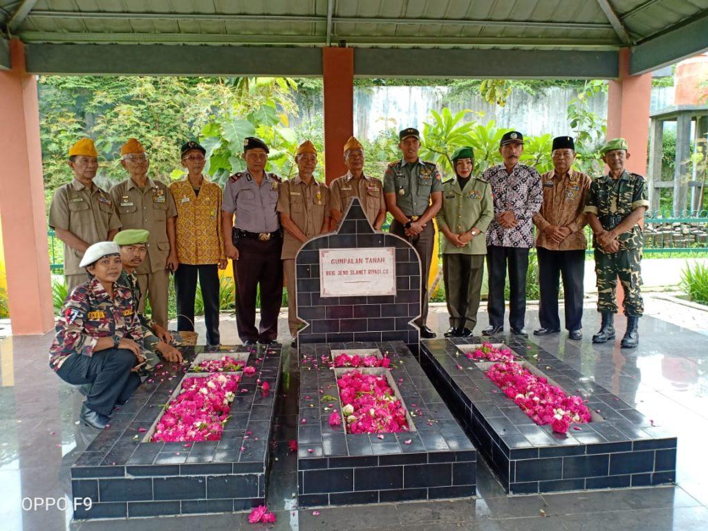Hadiri Ziarah HUT Ke – 63 LVRI Surakarta, Dandim Solo Ajak Veteran Terus Mengabdi