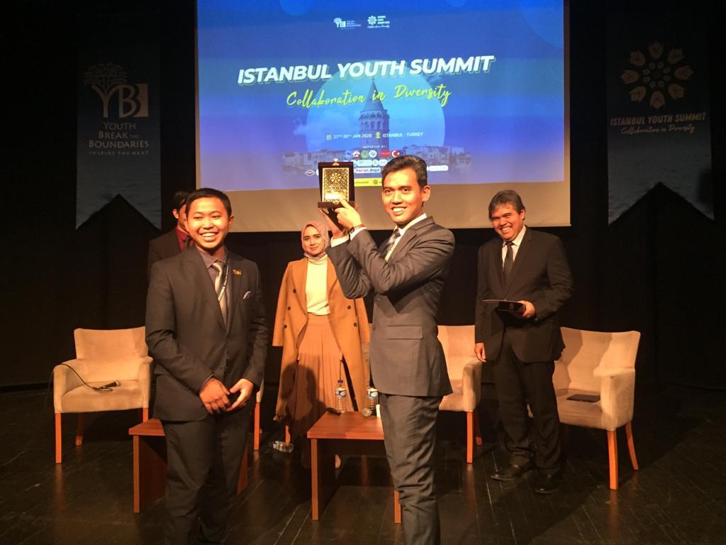 Di Forum Istanbul Youth Summit,  Asrorun Niam Tekankan Pentingnya Pemimpin Muda
