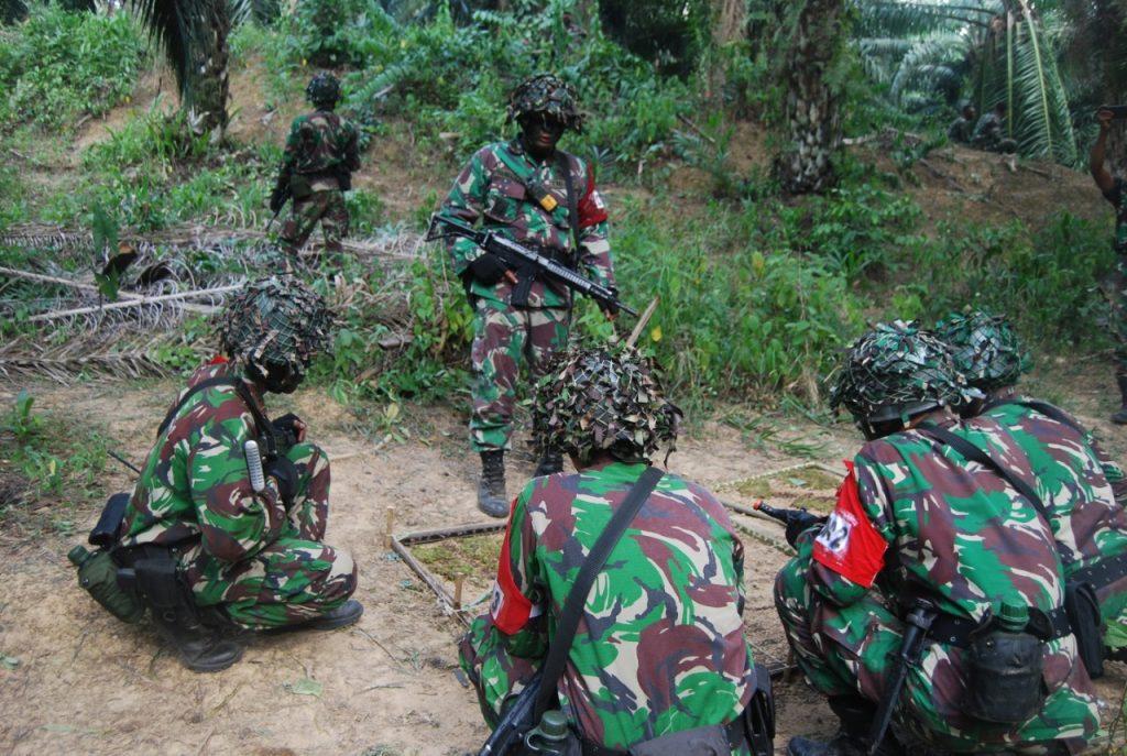Yonif 611/Awang Long Asah Drill Taktik Pertempuran Tingkat Peleton