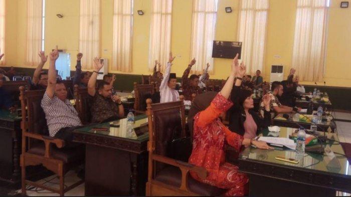 Sidang Paripurna DPRD Kota Pematang Siantar  Secara Aklamasi Resmi Memutuskan Pemakzulan