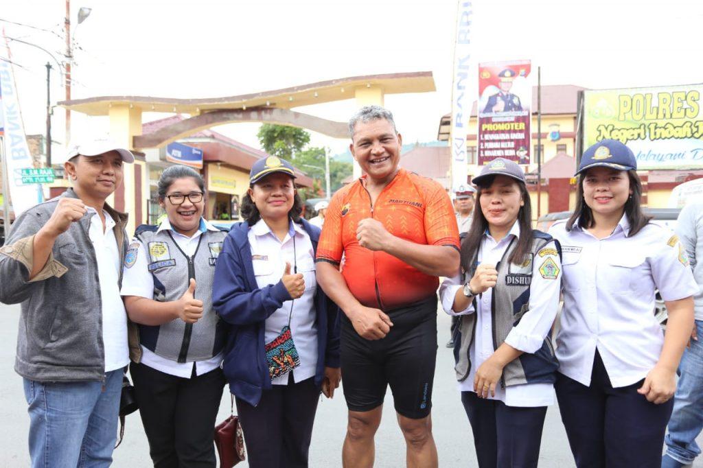 Sambil Bersepeda Kapolda Sumatera Utara Sapa Masyarakat Kabupaten Samosir