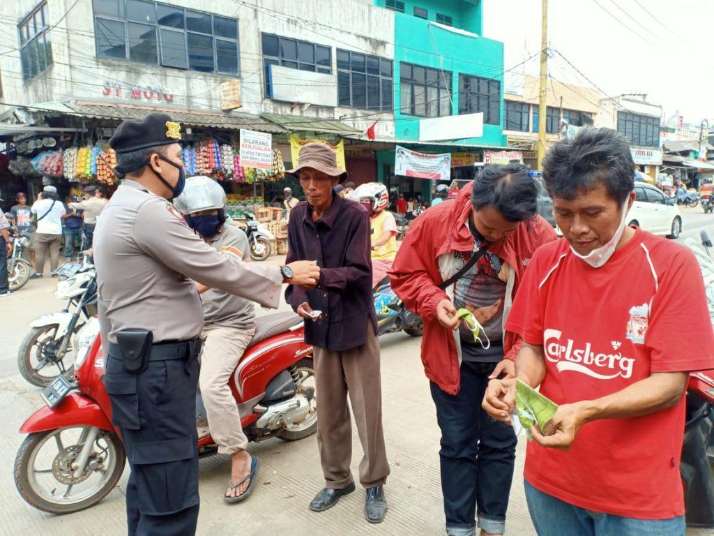 "Sabhara Polres Tàngsel Patroli Memberikan Himbauan Serta Bagikan Masker ""Bersatu Melawan Covid – 19"""