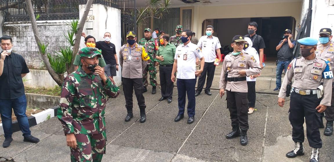 Kapolres Metro Jakarta Barat  Dan Paguyuban Intercom Bagikan 3000 Paket Sembako
