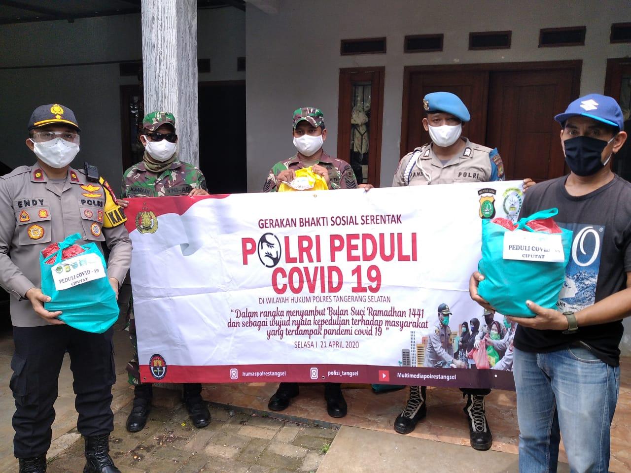 Polsek Ciputat Dan Koramil  Salurkan Paket Sembako Secara Serentak Peduli Covid-19