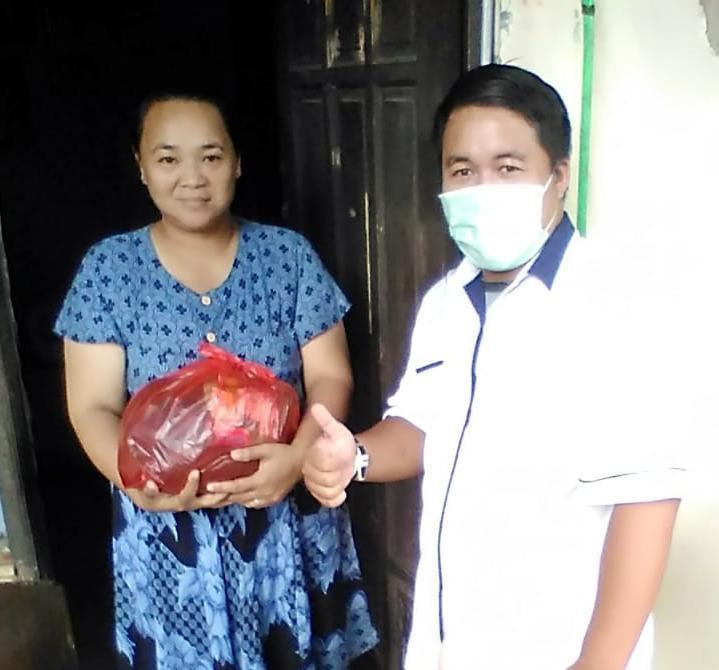 SATGAS MANDIRI WARGA AL-BAYYINAH LAWAN COVID 19' Dengan Rasa Kepedulian Kp. Pasar Jombang Bagikan Sembako Wilayah RW. 002