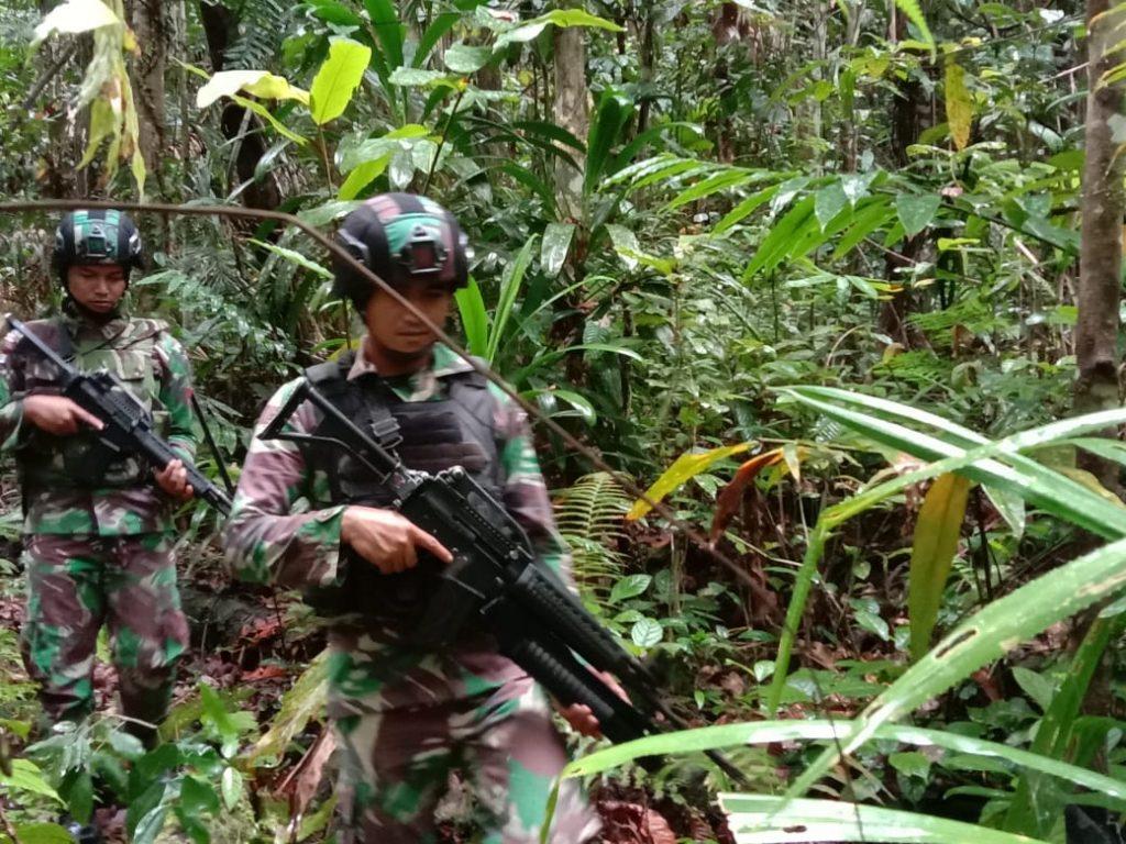 Menjaga Keamanan Satgas Raider 300 Rutin Laksanakan Patroli