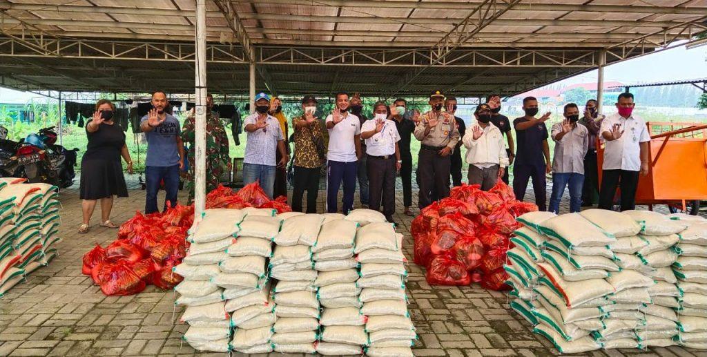 Warga Cluster Malibu Kota Deltamas Bagikan 500 Sembako Untuk Warga 3 Desa Di Cikarang Pusat