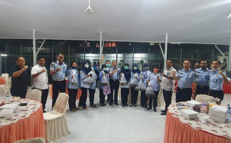 Lapas Kelas 1 Tangerang Panen Lele Dan Buka Bersama Dengan Kepala Divisi Pemasyarakatan Kantor Wilayah Banten