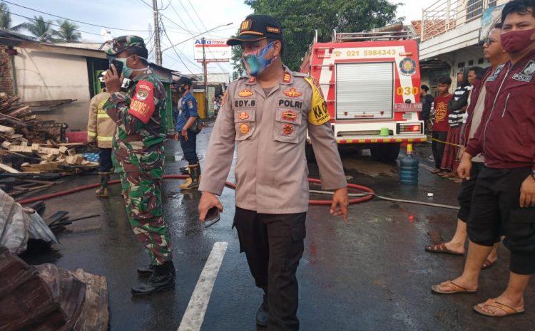 Polsek Pakuhaji Polres Metro Tangerang Kota Meninjau Kejadian Kebakaran Usaha /Lapak Limbah Palet