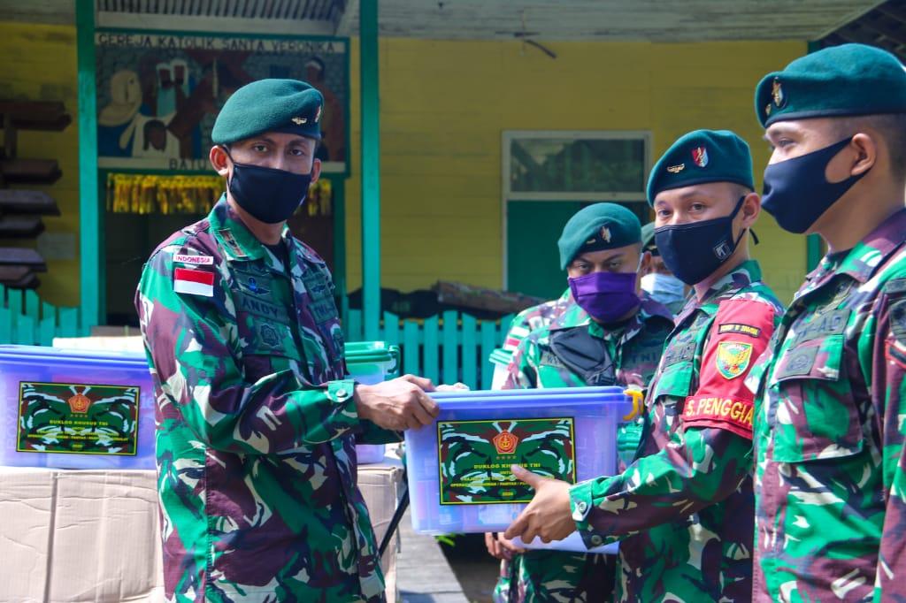 Panglima TNI dan Kasad Beri Bingkisan Lebaran Kepada Satgas Pamtas Yonif Raider 200/Bhakti Negara