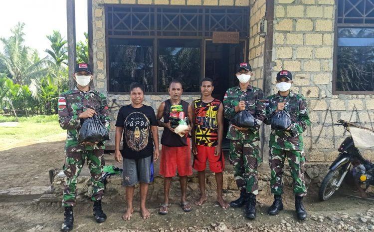 Bantu Ringankan Beban Masyarakat Satgas Raider 300 Bagikan Sembako