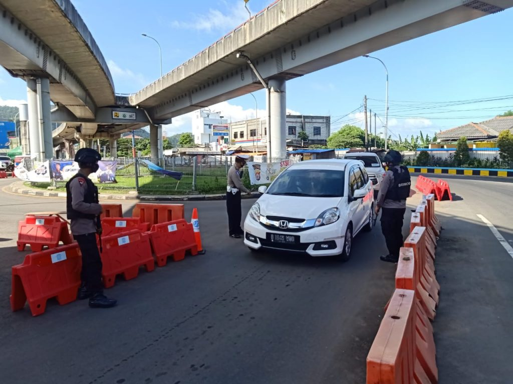 Pastikan Lebaran Berjalan Lancar, Personil Brimob Banten Lakukan Pengamanan Di Pos Check Point