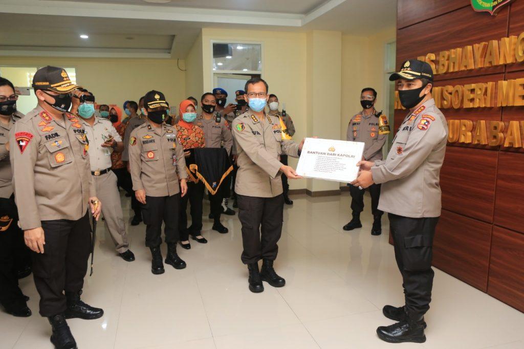 Kabaharkam Polri Kunjungi Dan Cek Instalasi Mesin PCR Dan Menyerahkan Alkes Di RS Bhayangkara