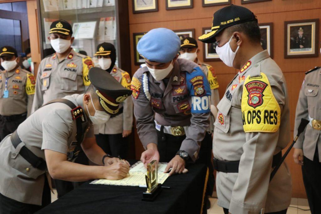 Polres Metro Tangerang Kota Melaksanakan Sertijab Serah Terima Jabatan Waka Polres Baru
