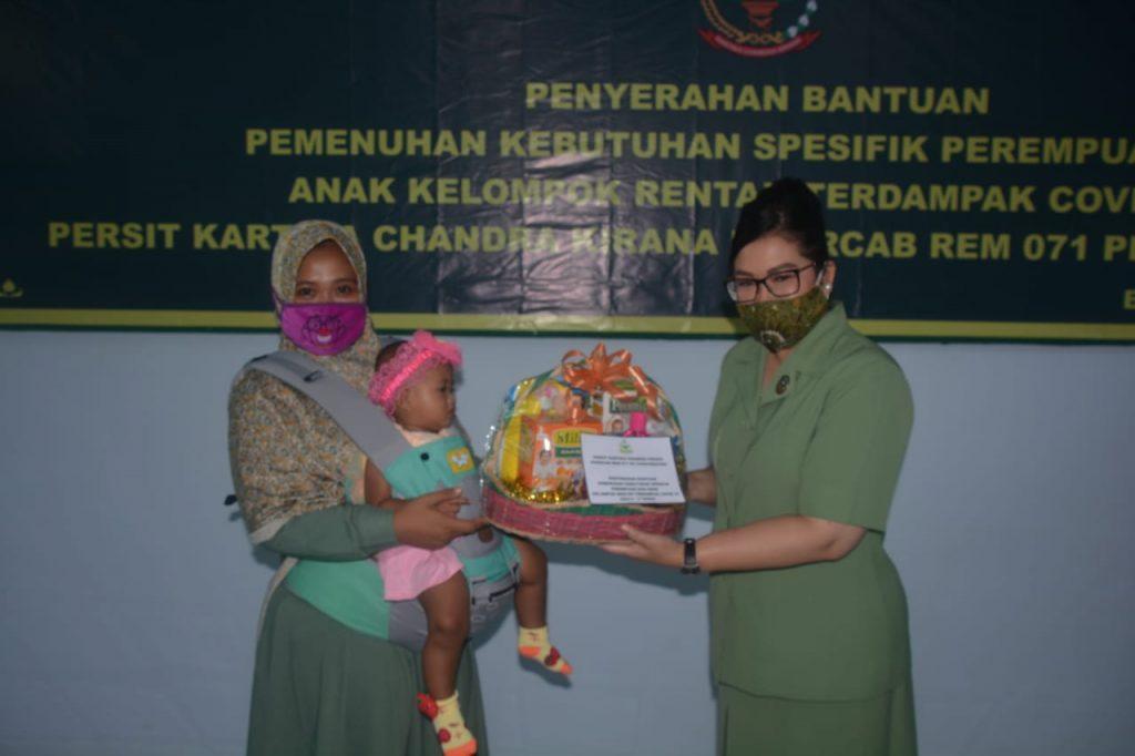 Peduli Perempuan Dan Anak, Persit KCK Koorcab Rem 071 PD IV/Diponegoro Berikan Bantuan Spesifik Perempuan Dan Anak