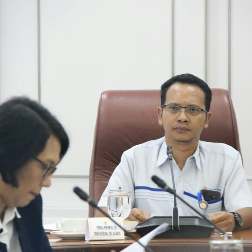 Kejar Target Pelayanan Bansos Beras Presiden, Bulog DKI Tambah Jumlah Buruh