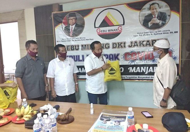 Gerakan Ekonomi Dan Budaya (GEBU) Minang DKI Jakarta Santuni Masyarakat Terkena Dampak Covid -19