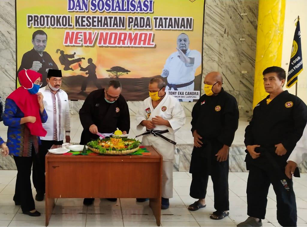 Peringati HUT BKC Lampung Ke-54, TEC Potong Tumpeng
