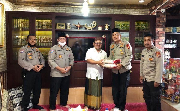 Kapolda Metro Jaya Membagi Beras 1 Ton Ke Pondok Pesantren Al Itqon Kosambi Cengkareng