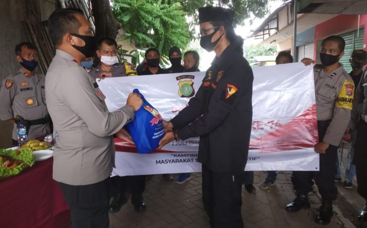 HUT Bhayangkara Ke 74 Polsek Ciputat Bagikan Sembako Kepada Ormas