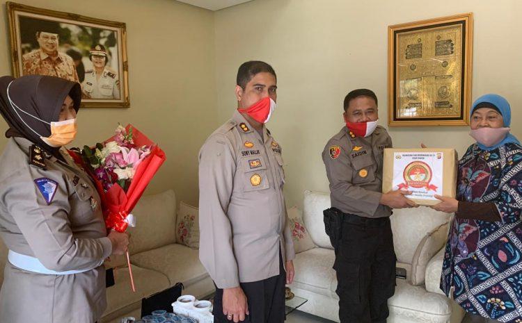 HUT Bhayangkara ke-74, Polda Banten Berikan Tali Asih Kepada Warakawuri