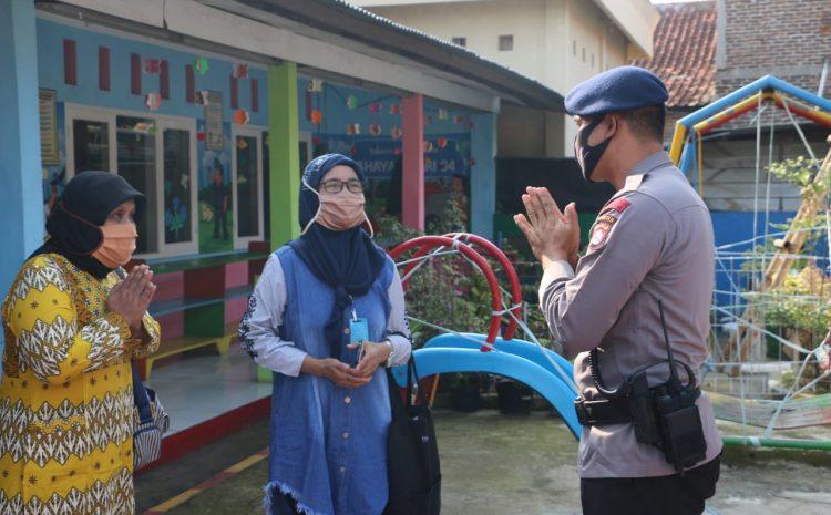Den Gegana Sat Brimob Polda Banten Semprotkan Disinfektan di TK Kemala Bhayangkari