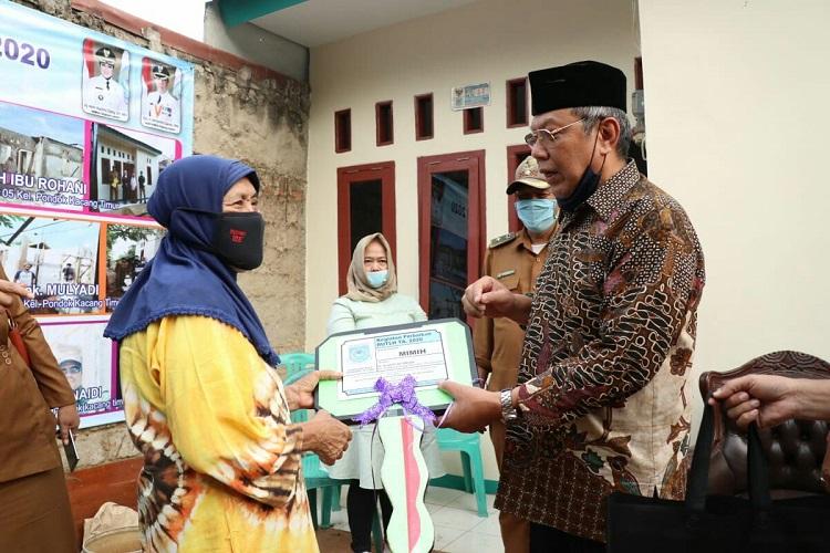 Wakil Walikota Tangerang Selatan Benyamin Davnie Resmikan Rumah Layak Huni Di Pondok Kacang Timur Dan Barat
