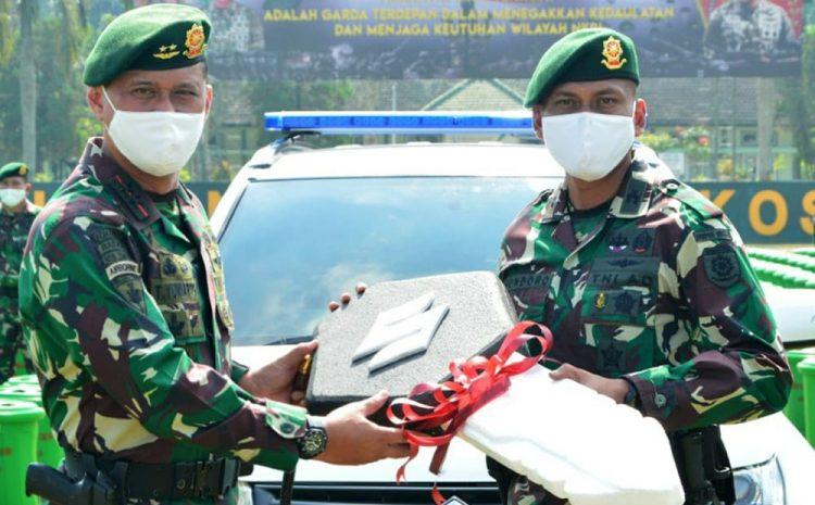 Pangdivif 2 Kostrad Berikan Bantuan Kendaraan Operasional Pengawalan Kepada Denpom Divif 2 Kostrad