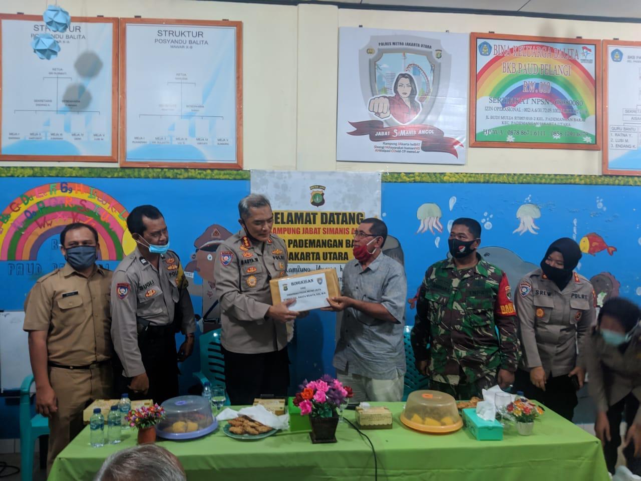 Dir Binmas PMJ KBP Badya Wijaya Kunjungi Pos Kamling Di Wilayah Pademangan Barat