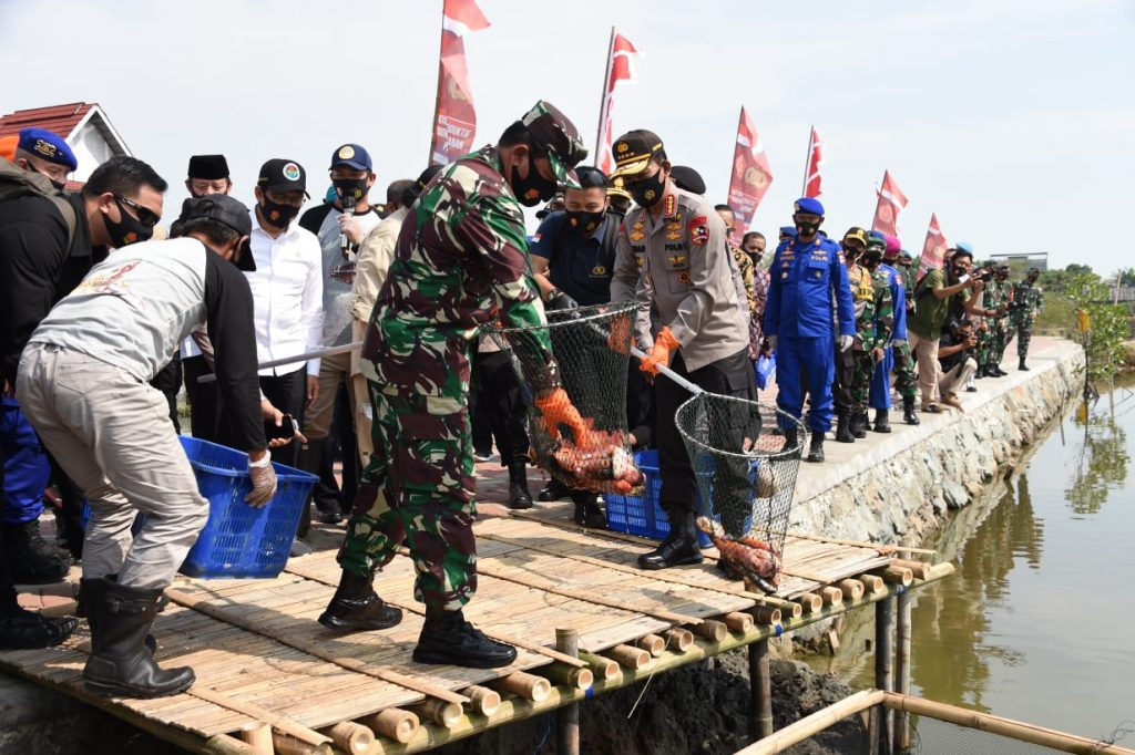 Kompak, Kapolri Bersama Panglima TNI Pimpin Panen Raya Serentak Dan Luncurkan Kampung Tangguh Nusantara