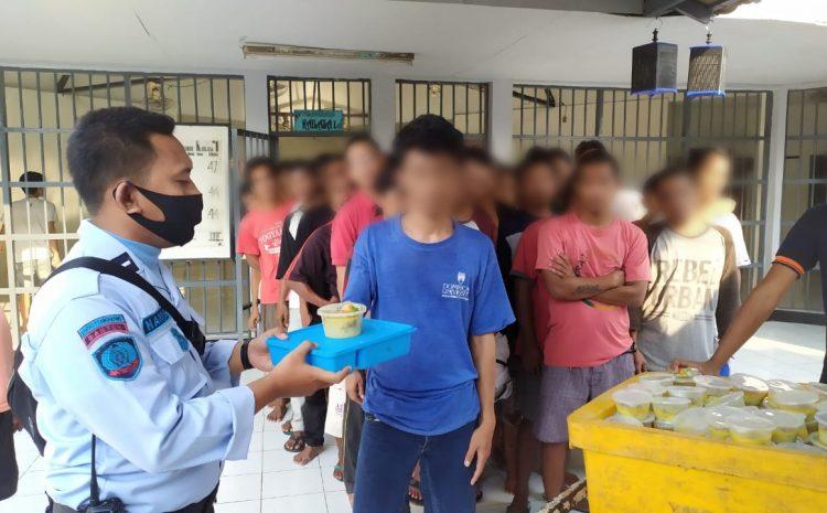 2.300 WBP Lapas Kelas I Tangerang Menikmati Gulai Daging Qurban Dengan Food Container