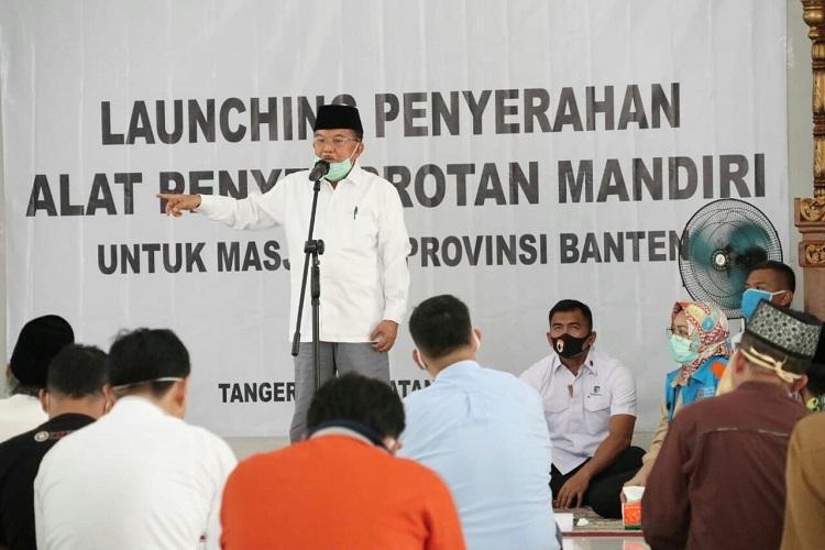 Airin Rachmi Diany Dampingi Jusuf Kalla Serahkan Bantuan Untuk Masjid
