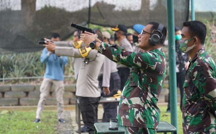 Perkokoh Sinergitas, Danrem 071/Wijayakusuma Dan Kapolresta Banyumas Latihan Menembak Bareng