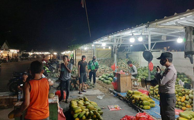 Di Masa AKB, Personel Ditbinmas Polda Banten Himbau Masyarakat Di Pasar Rau