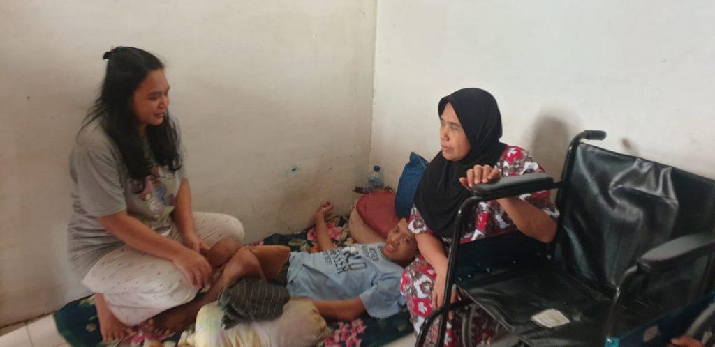 Lumpuh Layu, Kabaharkam Polri Bantu Kursi Roda untuk Remaja 17 Tahun Asal Pasar Minggu Jaksel