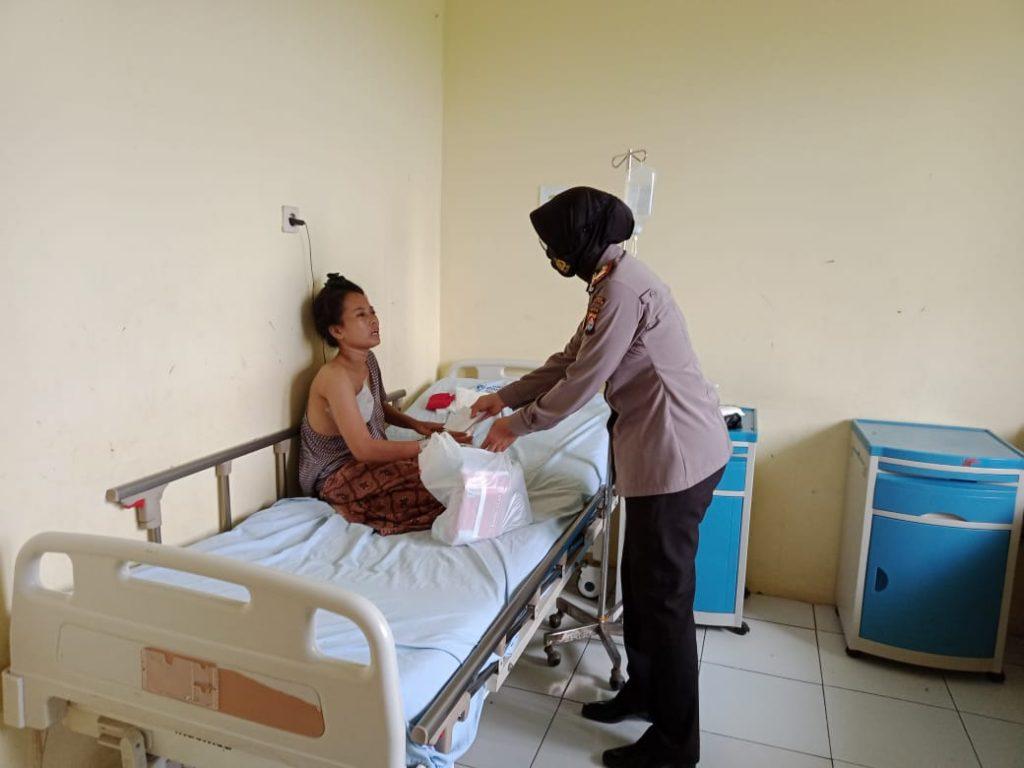 Juliawati Butuh Uluran Tangan Para Dermawan Dan Relawan Untuk Pengobatan Kanker Payudara Ke RS. Di Jakarta