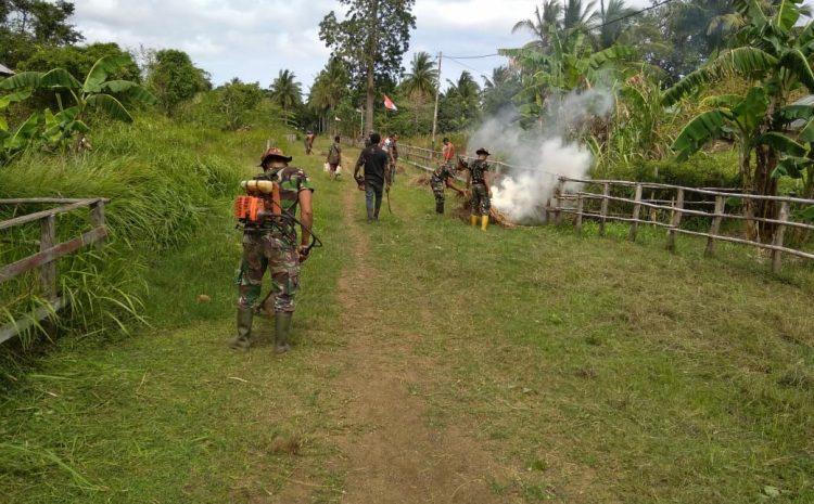 Tingkatkan Kebersamaan, Satgas Yonif 125 Laksanakan Gotong Royong Dengan Warga Kampung Kondo
