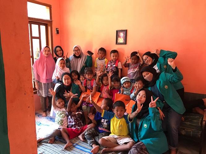 KKN Unisma Malang Kelompok 68 Door To Door Learning Desa Wonomulyo Kecamatan Poncokusumo Kabupaten Malang