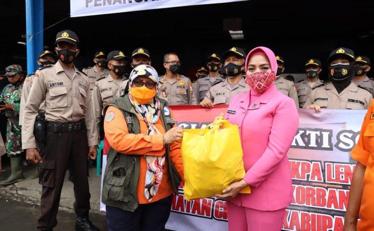 Kasektukpa Brigjen Pol. Mardiaz Kusin Dwihananto Berikan Bingkisan Dan Dukungan Doa Kepada Korban Banjir Bandang di Sukabumi