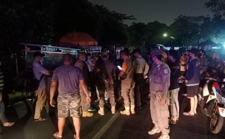 Cegah Penyebaran virus Covid 19, Petugas Gabungan Gelar Patroli Mobile Cipkon Edukasi Masyarakat Kembangan