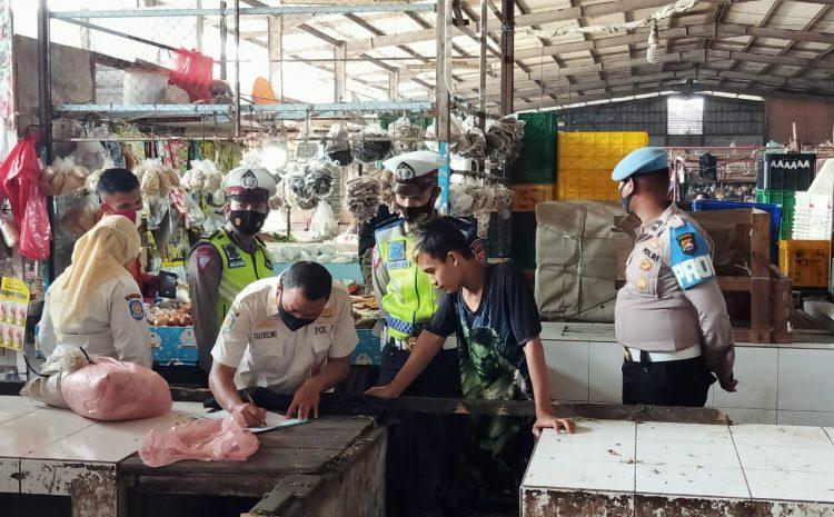 Disiplinkan Protokol Kesehatan, Polda Banten Gelar Operasi Yustisi Di Pasar Sentiong