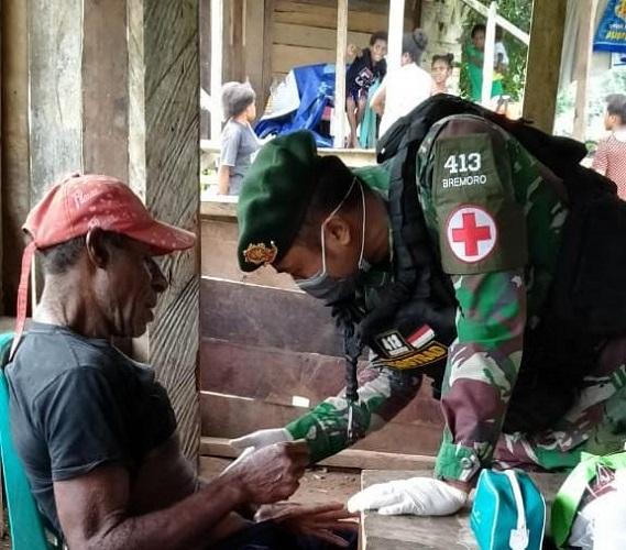 Satgas Pamtas Yonif 413 Kostrad Gelar Pelayanan Kesehatan Kepada Warga Kampung Sangke
